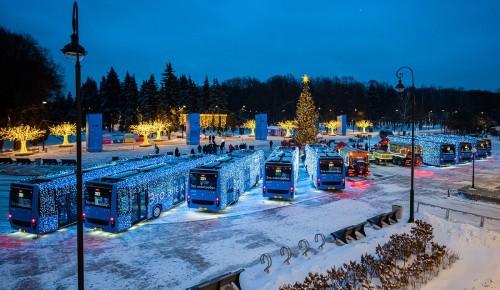 Запуск новогоднего общественного транспорта в Москве