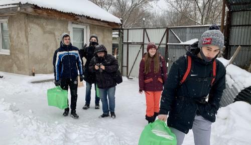 Активисты из ЮЗАО помогли приюту для собак на улице Зорге