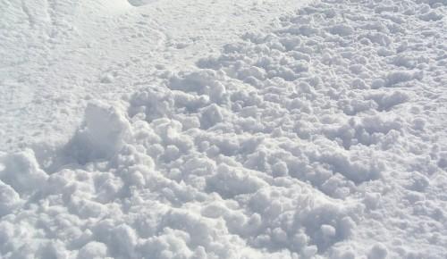 Около 8 тысяч человек убирают улицы столичного Юго-Запада от снега