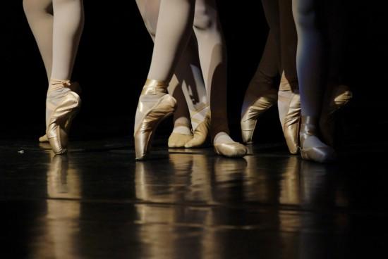 Основные техники растяжки балерин покажут на онлайн-занятиях Воронцовского парка