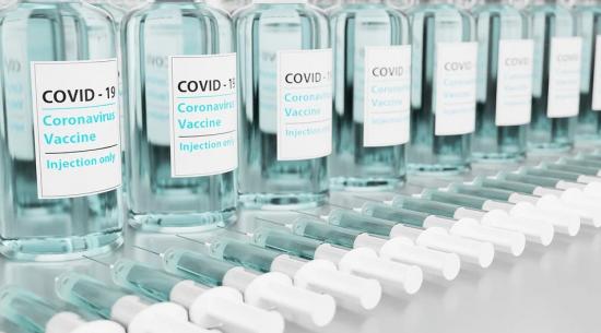 Меркель высказалась против предоставления привилегий привившимся от COVID-19