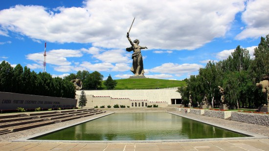 Ветераны, активисты и школьники ЮЗАО почтили память героев Сталинграда
