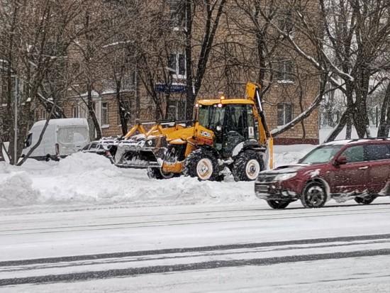 Более сотни большегрузов в сутки принимает снегоплавильный пункт в Бутове