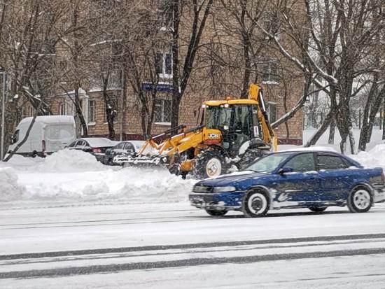 Более 11 тысяч человек борются с последствиями снегопада в ЮЗАО