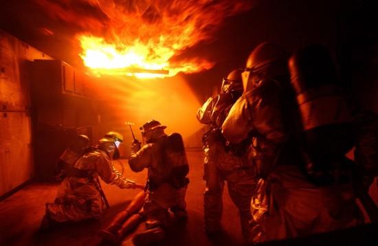 Московские пожарные в первые дни 2021 года спасли девять человек
