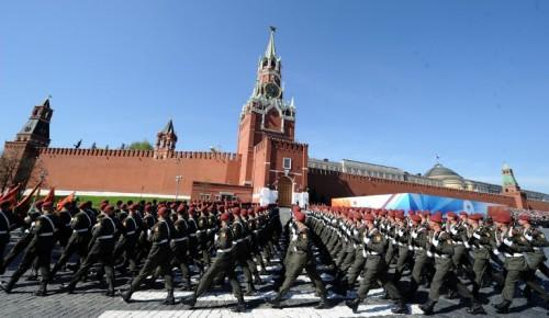 Москвичей, активно участвующих в электронных голосованиях по вопросам развития города, пригласят на генеральную репетицию Парада Победы на Красной Площади
