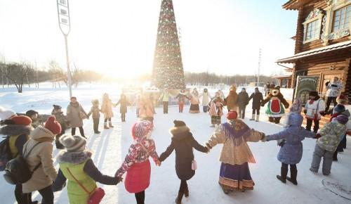 В Москве проходят рождественские гулянья