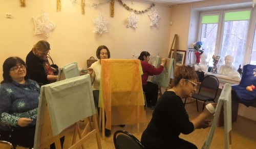 Занятия рисованием становятся все популярнее у пенсионеров Академического района