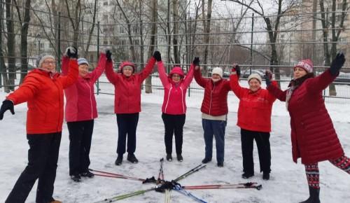 «Скандинавы» Академического района поучаствовали в спортивном мероприятии «Шаг к здоровью»