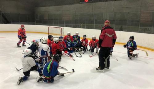 В Академическом районе прошел турнир по хоккею в честь Дня российского студенчества