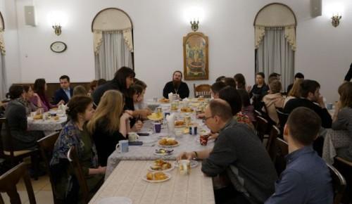 Молодые прихожане храма Всех Преподобных Отцев Киево-Печерских обсудили вопросы брака