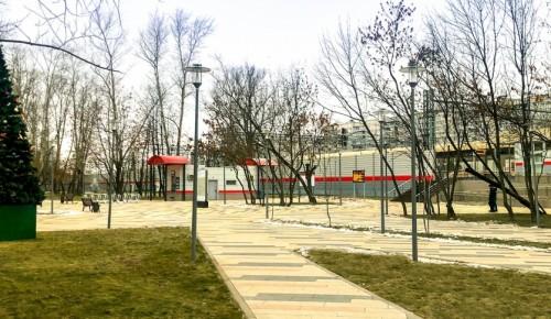 Вокруг станции МЦД-1 «Сетунь» обустроили тротуары, газоны и провели освещение
