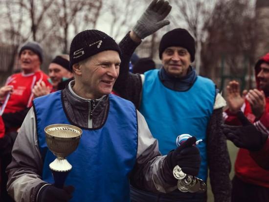 Ветераны футбола Академического района сразились в Рождественском турнире