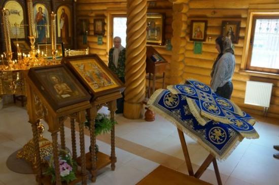 В храме Всех преподобных отцев Киево-Печерских в Старых Черемушках освящен голубой комплект покровцов