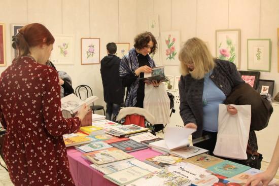 Для жителей Академического района начала работу выставка ботанической живописи и иллюстрации