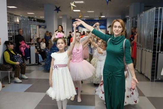 Для воспитанников Воскресной школы организовали Рождественский бал