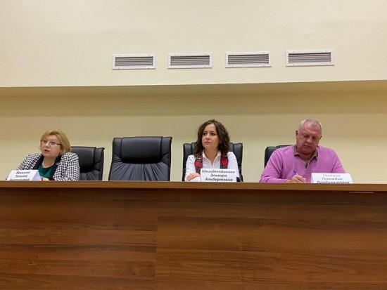 На встрече с главой Академического района жители заслушали информацию о работе по содержанию жилых домов в зимний период