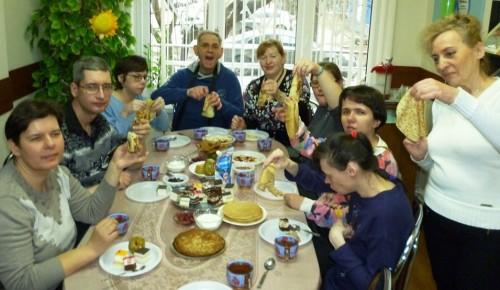 В филиале «Академический» рассказали об истории и традициях Масленицы на встрече молодых инвалидов