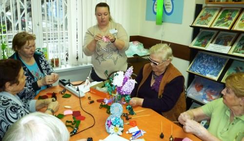 В преддверии 8 марта в филиале «Академический» прошел мастер-класс по изготовлению «сладких» букетов