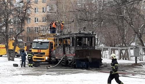 Расчищающий от снега трамвайные пути снегоочиститель сгорел на Большой Черемушкинской