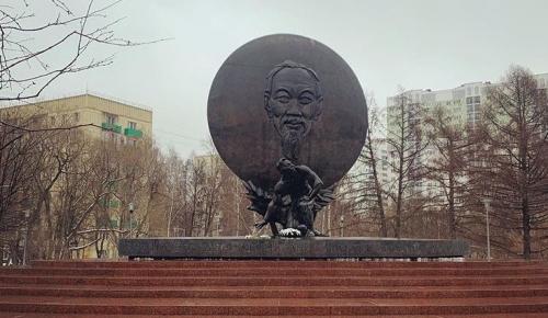 В прогулочной зоне на Дмитрия Ульянова по просьбе жителей обновили скамейки для отдыха
