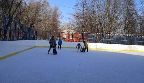 Каток с искусственным льдом в парке Новые Черемушки за выходные посетили более100 жителей Академического района