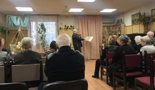 Студия «Созвучие» центра «Академический» выступила с концертом в обществе «Свет»