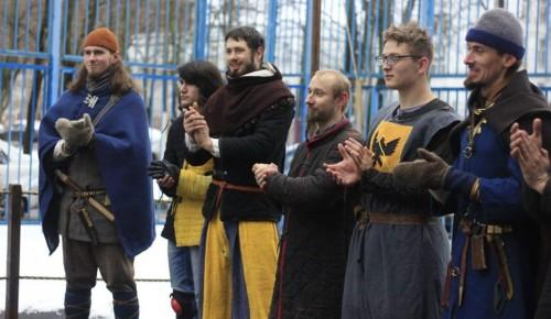 Жители Академического района могли наблюдать средневековой турнир