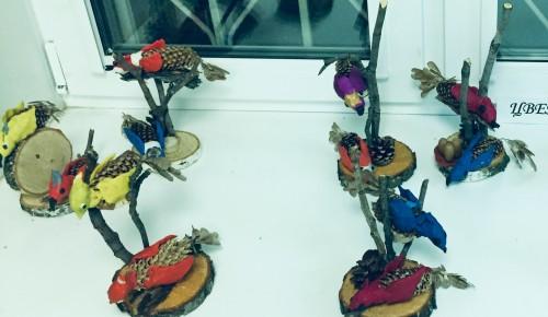 На субботнем занятии студии «Цветоведение» ребята научились создавать лесных птиц