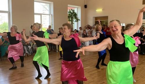 Во дворце «Севастополец» организовали школу танцев для участников проекта «Московское долголетие»