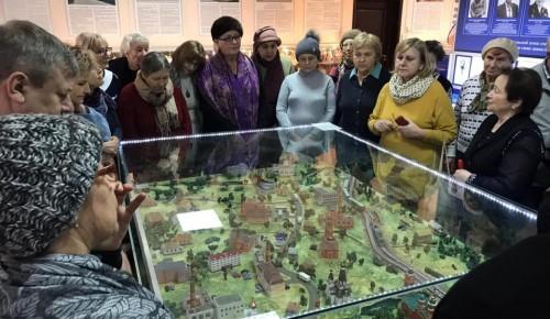Участники проекта «Московское долголетие» Академического района путешествуют на «Добром автобусе»