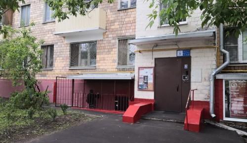 В Академическом районе обновили фасады домов на улице Шверника
