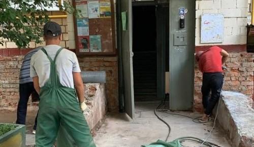 Начались работы по ремонту фасада многоквартирного дома на улице Винокурова