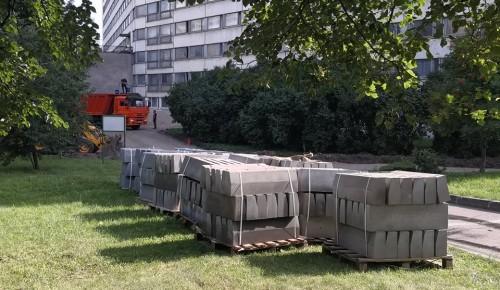 Возле Дома аспирантов в Академическом районе заменят асфальт и бордюрный камень