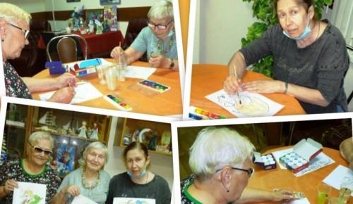 В отделении социальной реабилитации инвалидов филиала «Академический» прошел урок арт-терапии