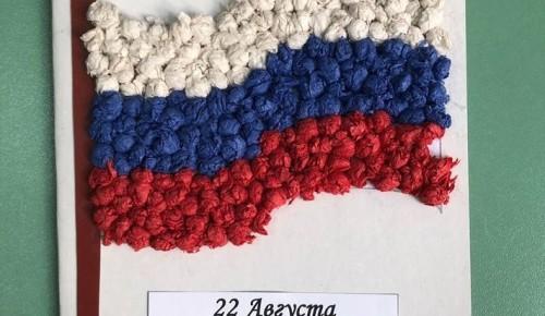 В отделении социальной реабилитации детей-инвалидов филиала «Академический» провели мастер-класс в честь Дня флага России