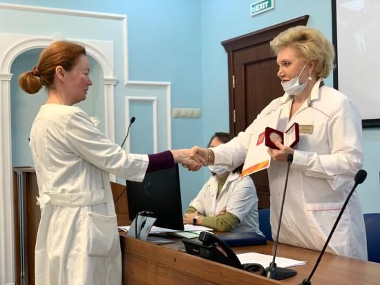 Сотрудники больницы им. В.В. Виноградова получили грамоты Президента РФ и памятные медали