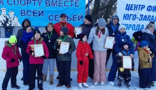 На окружных соревнованиях «Зимние забавы» лучшими стали семьи из Черемушек