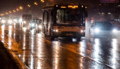 Москвичей попросили соблюдать осторожность на дорогах из-за ухудшившейся погоды