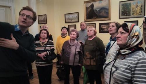 «Добрый автобус» свозил долголетов из Черемушек на экскурсию в музей Льва Толстого