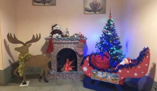 Жители Черемушек создали новогоднюю атмосферу в доме на Новочеремушкинской улице