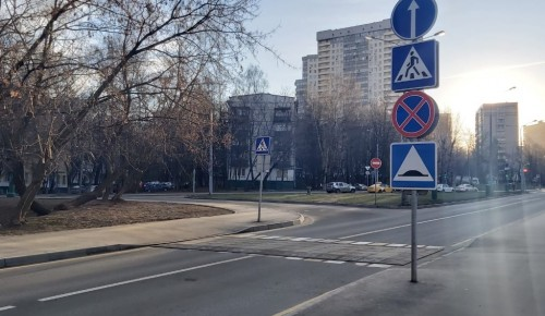 Рельефные пешеходные переходы установили по нескольким адресам в Черемушках