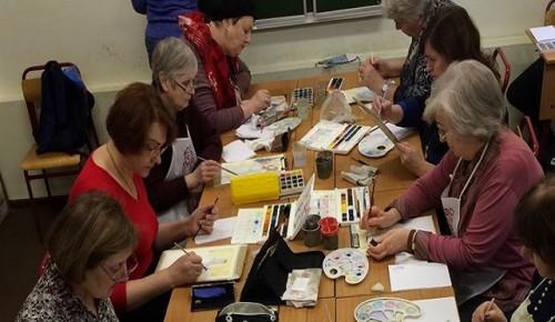 Уроки по рисованию стартуют с февраля для долголетов из Черемушек