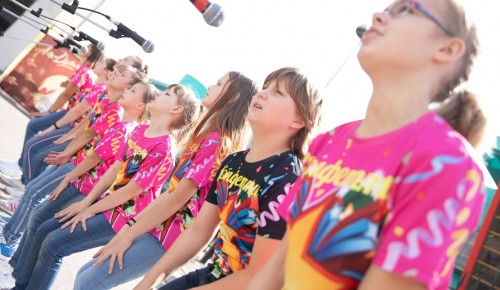 В центре «Меридиан» проходят уроки по вокалу в режиме онлайн