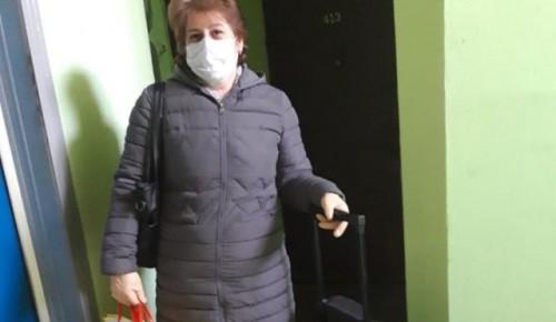 Соцработница Аревик Карамян помогает жителям Черемушек