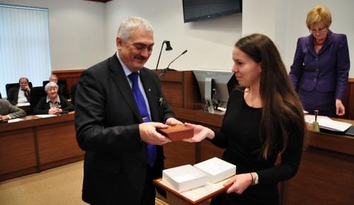 Сотруднику Губкинского университета присуждена медаль Российской академии образования