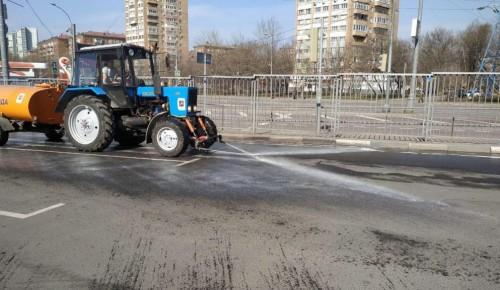 В Гагаринском районе продолжают дезинфицировать дворы, дороги и тротуары