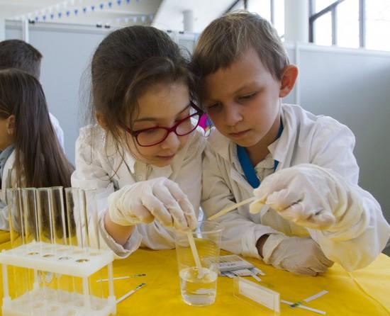 19 октября во Дворце пионеров завершилась интерактивная научно-познавательная программа «Наука – детям, дети – науке»