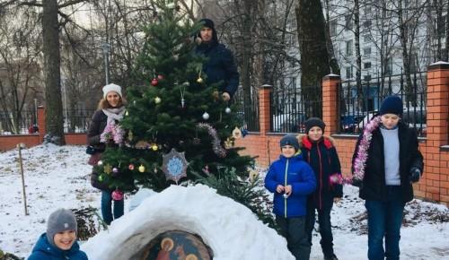 Ребята из района Коньково построили снежный вертеп