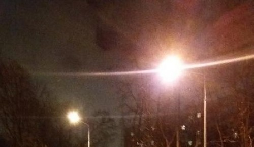 На спортивной площадке на Профсоюзной улице восстановили освещение